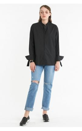 Черная рубашка с воротником-стойкой и бантами на рукавах