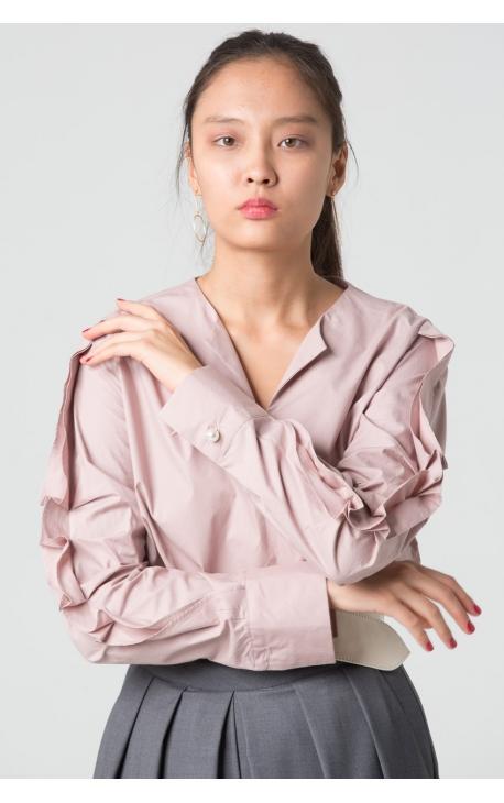 Блуза с рюшами вдоль рукава