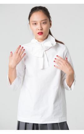 Блуза с бантом на шее