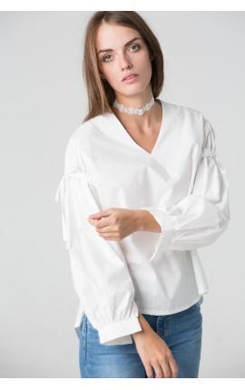 Романтичная блуза с завязками и рукавами пуффами