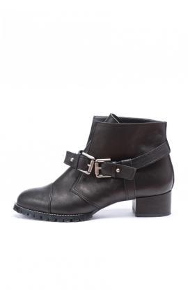 Ботинки с металлическими пряжками черные
