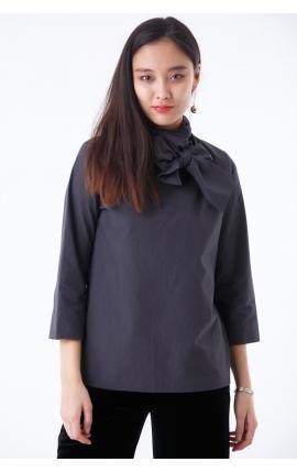 Блуза с бантом на шее серая