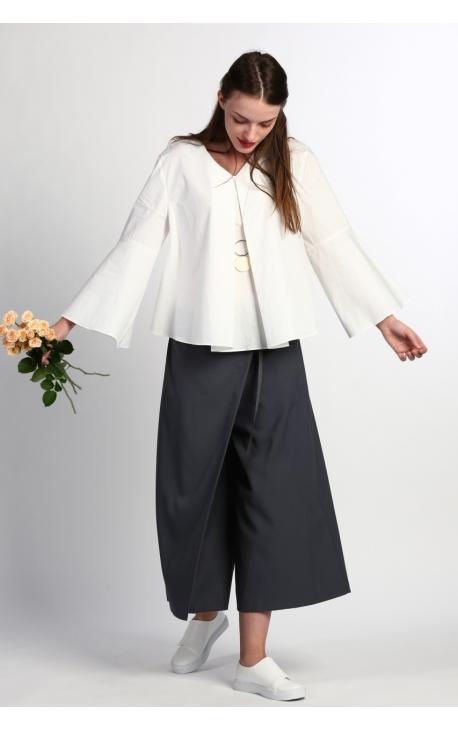 Блуза с расширенным рукавом