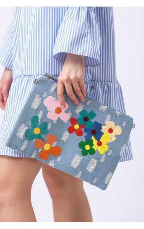 Джинсовый клатч-конверт с цветами
