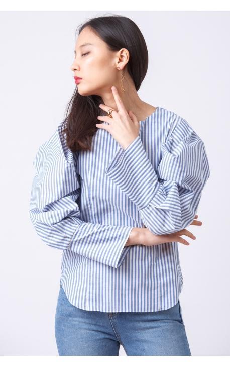 Блуза с рукавами-пуффами в голубую полоску