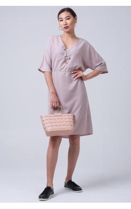 Платье с V-вырезом и завязками на поясе розовое