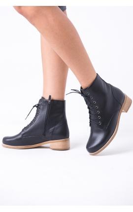 Ботинки на шнуровке высокие черные